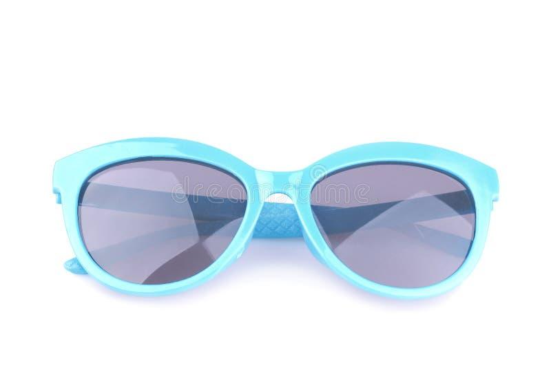 Occhiali da sole blu con i vetri scuri Isolato fotografia stock