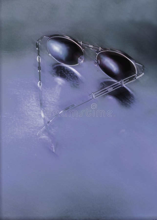 Occhiali da sole-blu-riflettente immagine stock