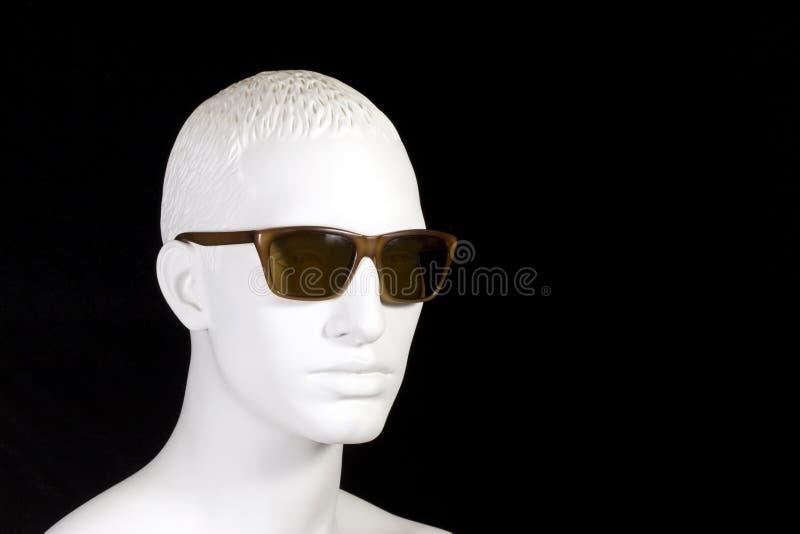 Occhiali da sole da portare del Mannequin maschio fotografia stock