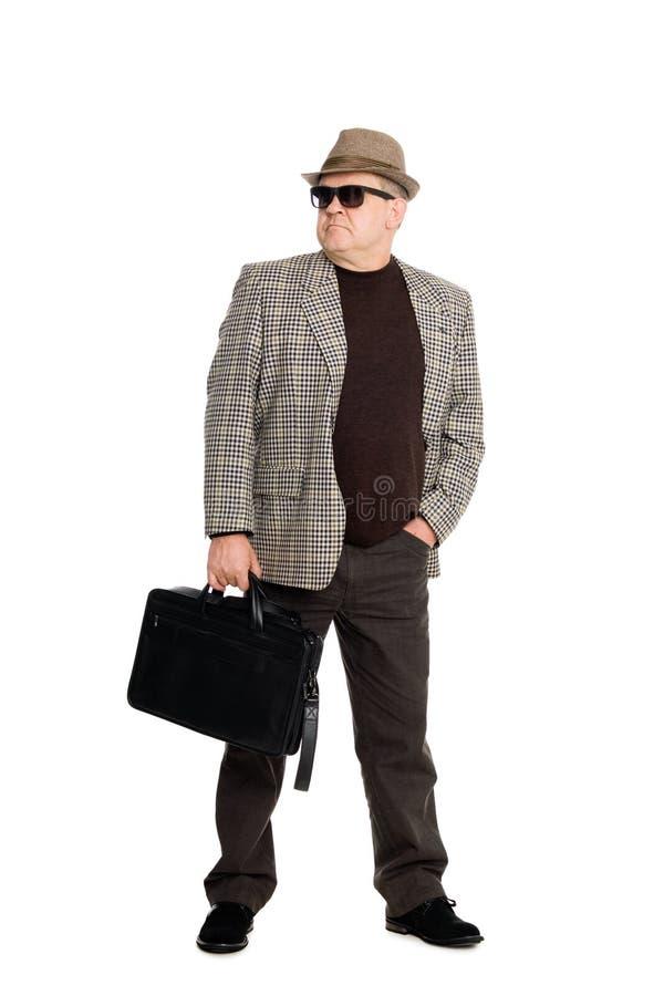 Occhiali da sole da portare dell'uomo con una cartella. fotografie stock