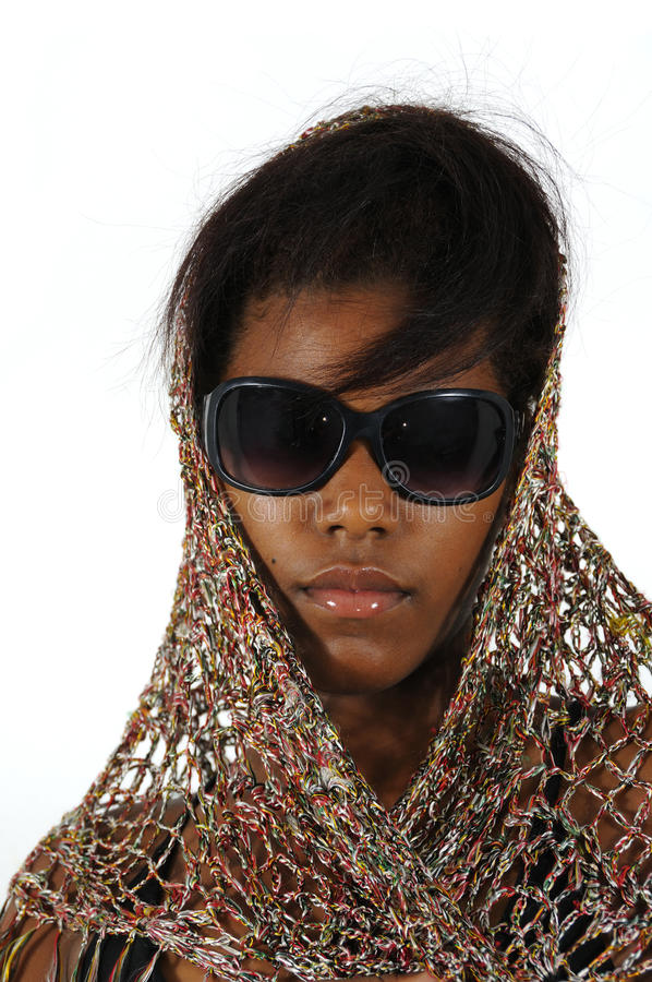 Occhiali da sole da portare della ragazza dell'afroamericano immagini stock