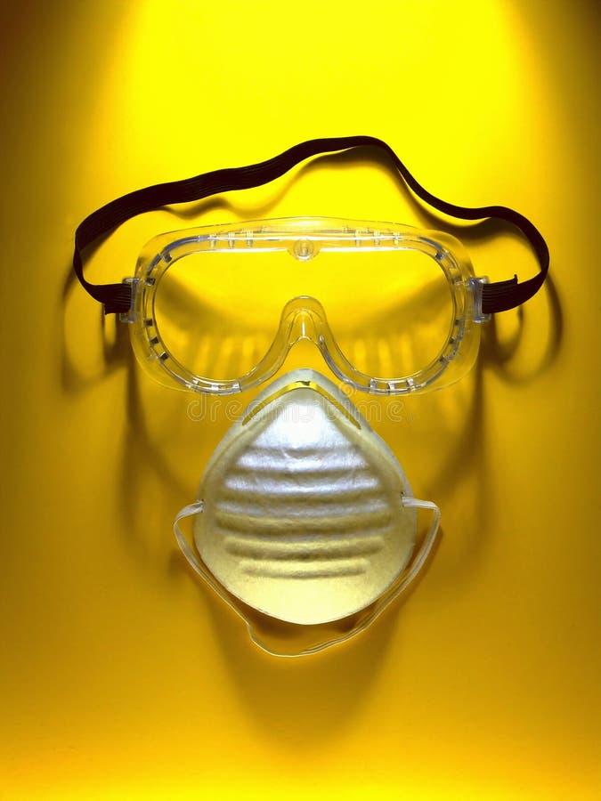 Occhiali di protezione e mascherina di sicurezza immagini stock libere da diritti
