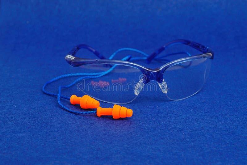 Occhiali di protezione e spine dell'orecchio fotografia stock libera da diritti