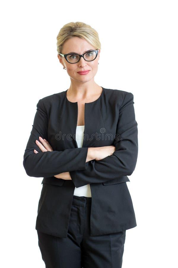 Occhiali weared donna di affari sorridenti isolati immagine stock