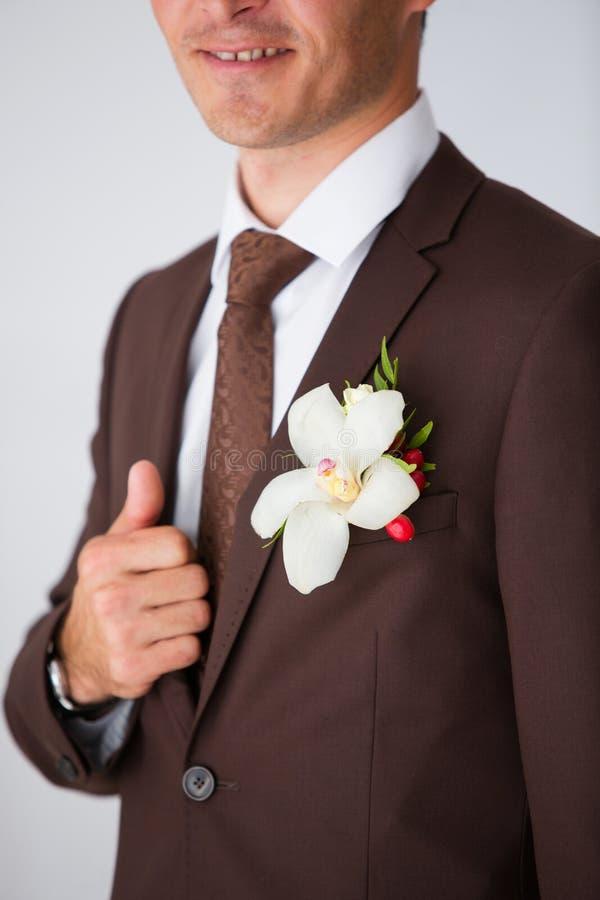 Occhiello bianco dello sposo immagini stock
