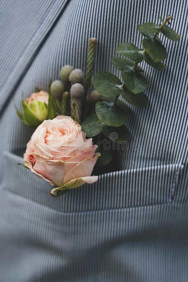 Occhiello dello sposo in tasca del rivestimento fotografie stock