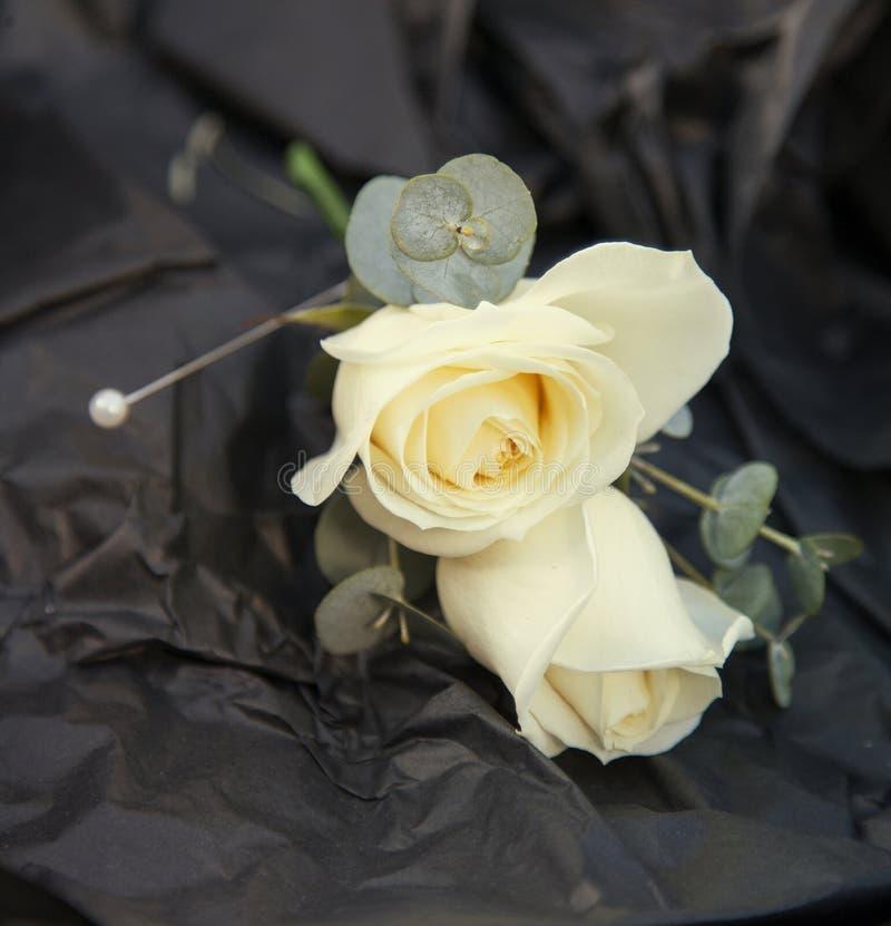 Occhiello rosa di nozze dell'avorio fotografia stock