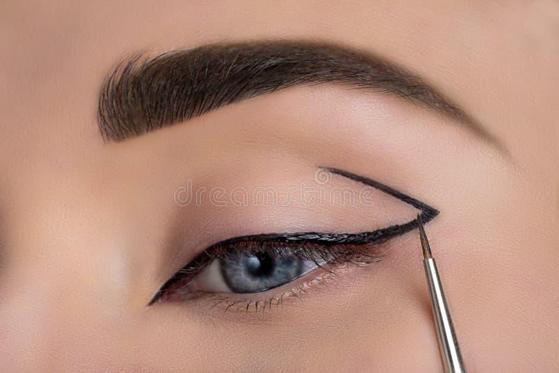 Occhio della donna con bello trucco fotografia stock