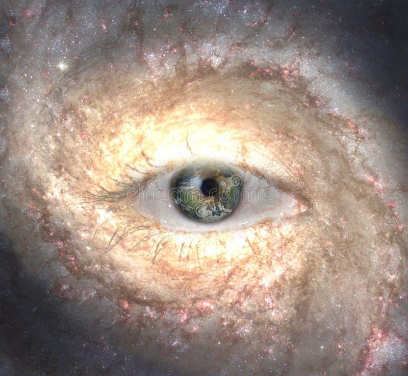 Occhio della galassia con pianeta Terra fotografie stock libere da diritti