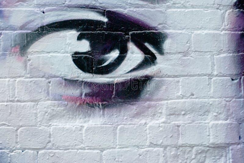 Occhio sul muro di mattoni immagini stock libere da diritti