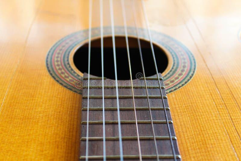Occidental traditionnel de détail de guitare rétro photo libre de droits