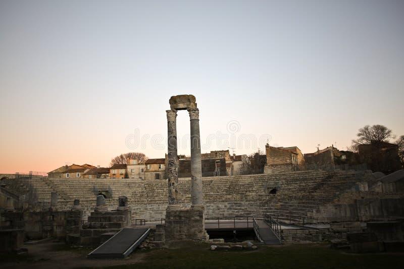 Occitano francese di pronuncia di Arles: Arle sia nelle norme di Mistralian che classiche; Arelate nel Latino antico fotografia stock