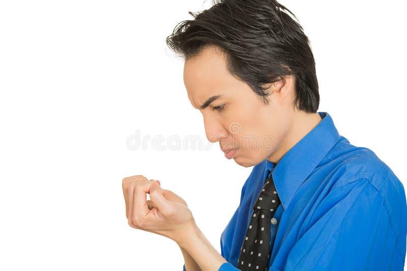OCD mężczyzna patrzeje ręki przybija prześladować o czystość zarazkach obraz royalty free