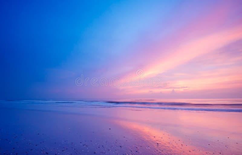 Oceaan bij nacht stock afbeeldingen