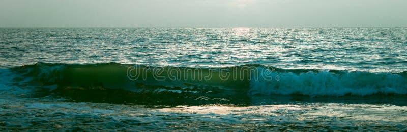 Oceaan bij nacht royalty-vrije stock afbeeldingen