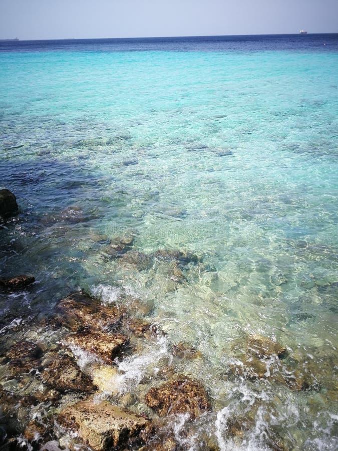 Oceaan en Blauwe Hemel de van Rocky Sea, stock foto's