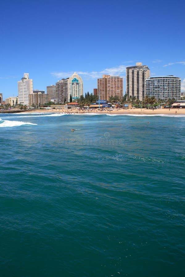 Oceaan en de stad royalty-vrije stock foto