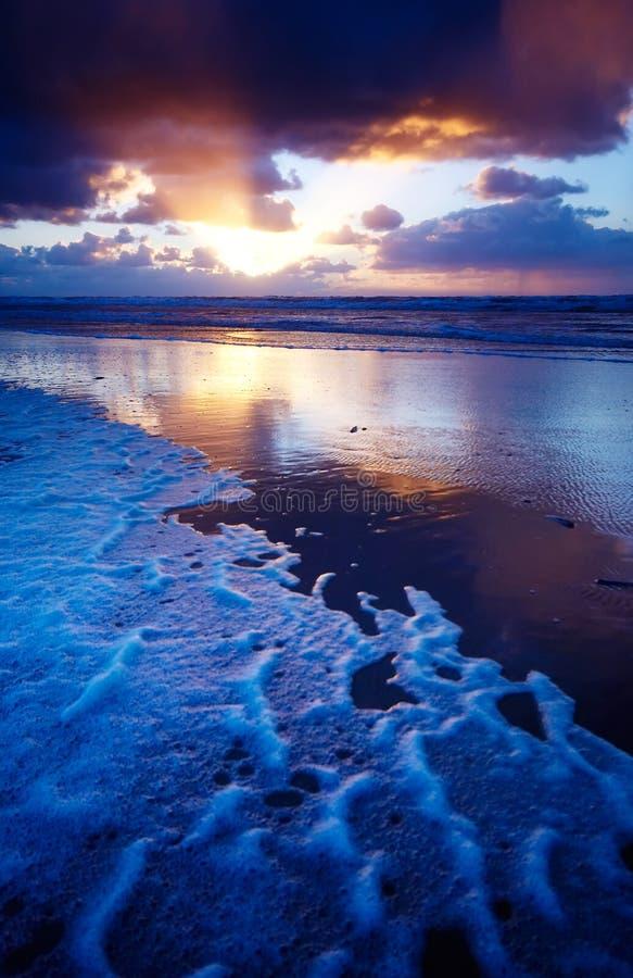 Oceaan en zonsondergang royalty-vrije stock afbeeldingen