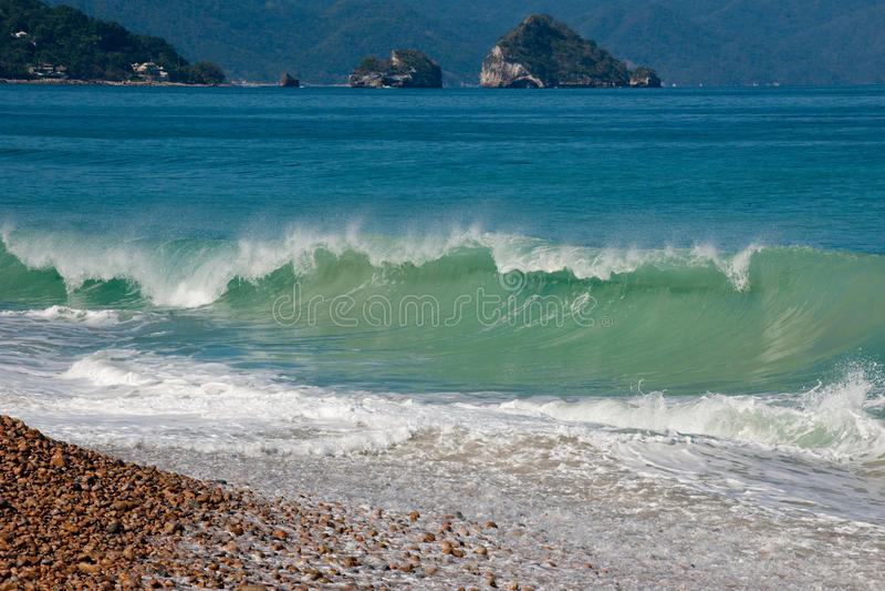 Oceaan golven op het strand stock afbeelding
