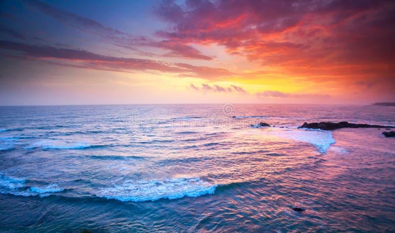 Oceaan op zonsondergang stock foto's