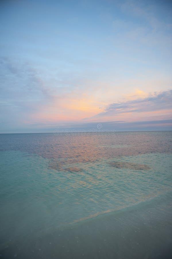 Oceaan Schemering stock foto