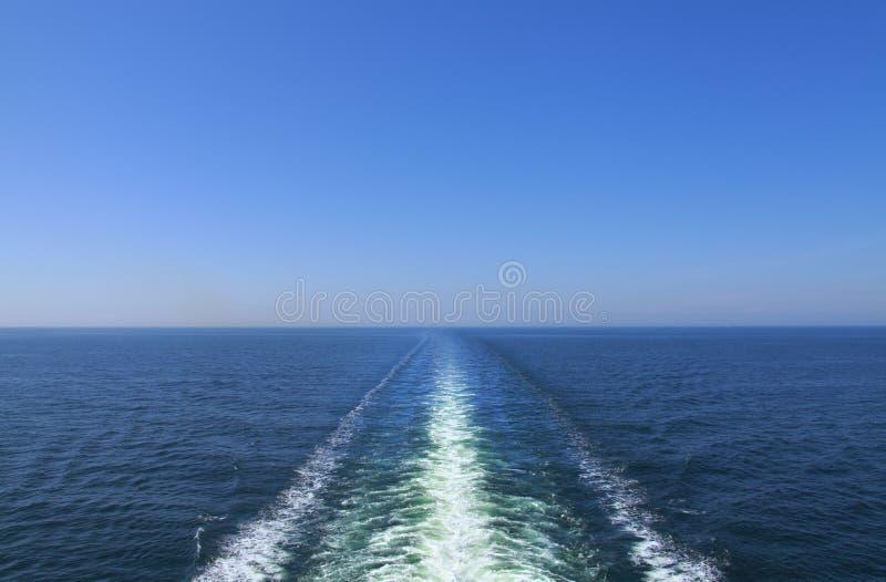 Oceaan schipkielzog stock foto