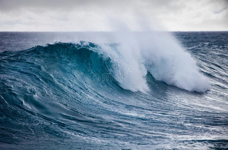 Oceaangolf in stormachtige wearher royalty-vrije stock foto