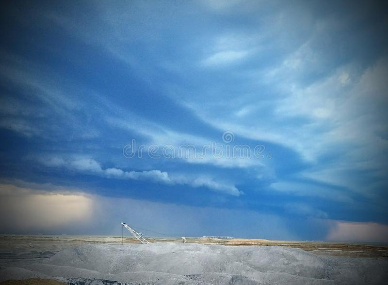 Oceaangolven in de hemel stock afbeelding