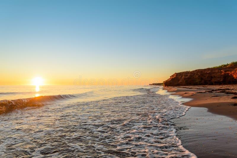Oceaankust bij de zonsopgang royalty-vrije stock fotografie