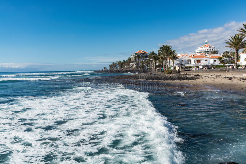 Oceaankust in de toeristentoevlucht Playa DE las Amerika, Tenerif stock foto's