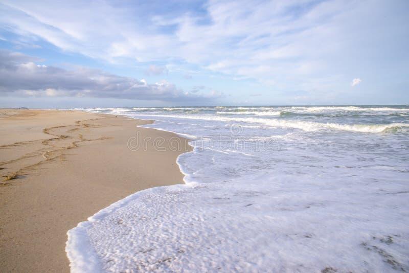 Oceaanlandschap bij schemer royalty-vrije stock afbeeldingen