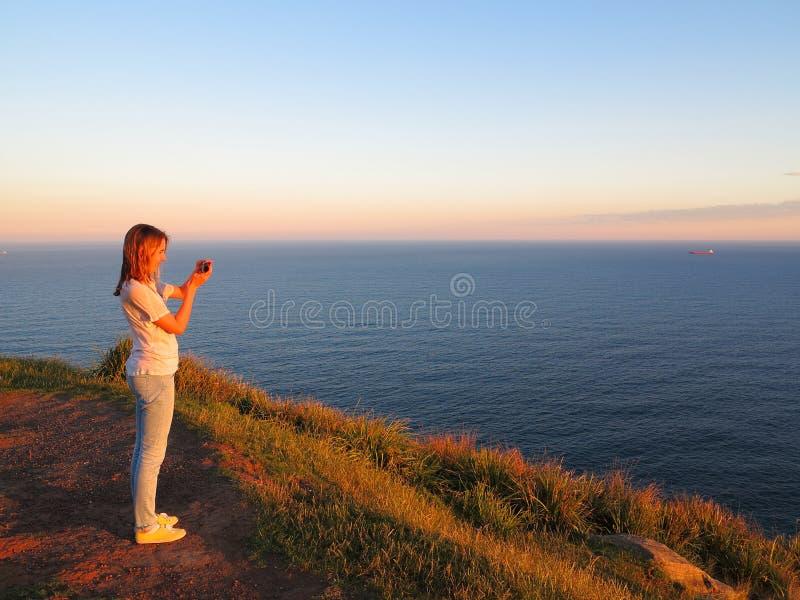 Oceaanlandschapskleuren bij zonsondergang royalty-vrije stock foto
