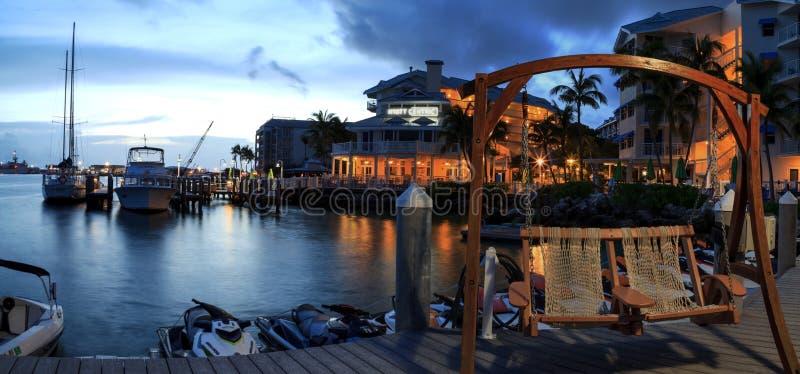 Oceaanmening van bank op het dok in Hyatt Centric Key West stock afbeelding