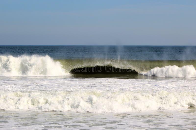 Ocean fala Z kędziorem obrazy royalty free