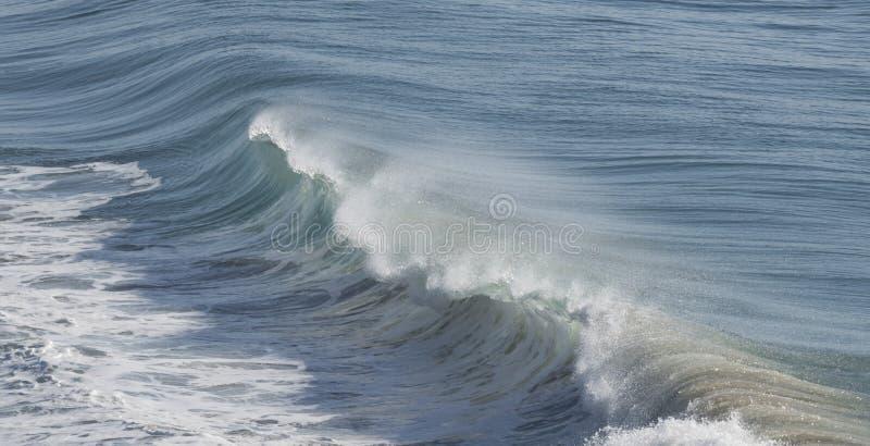 Ocean kipieli łamanie obraz stock