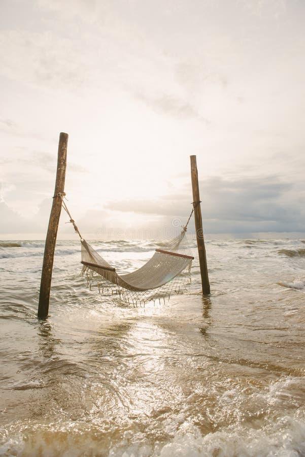 Ocean plaża relaksuje, plenerowa podróż Denny widok od tropikalnej plaży zdjęcia stock