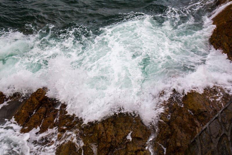 Ocean wave splash on the reef royalty free stock photos