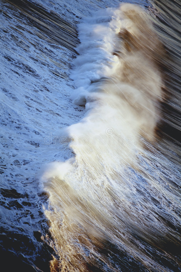 Free Ocean Wave Surf Spray Royalty Free Stock Image - 8764916