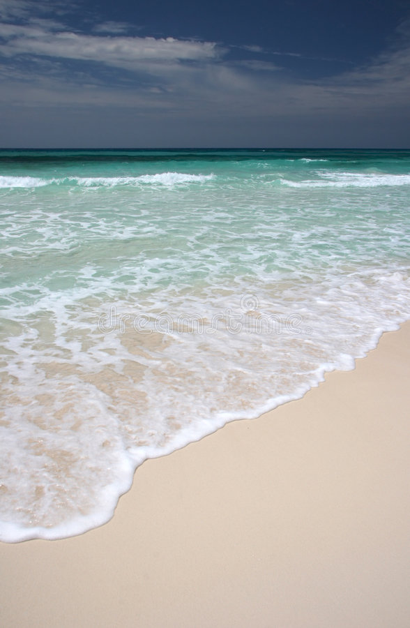 Free Ocean Waves Crushing On Beach. Royalty Free Stock Photography - 5102827
