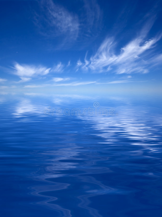 Free Ocean With A Cloudy Sky Royalty Free Stock Images - 3003399