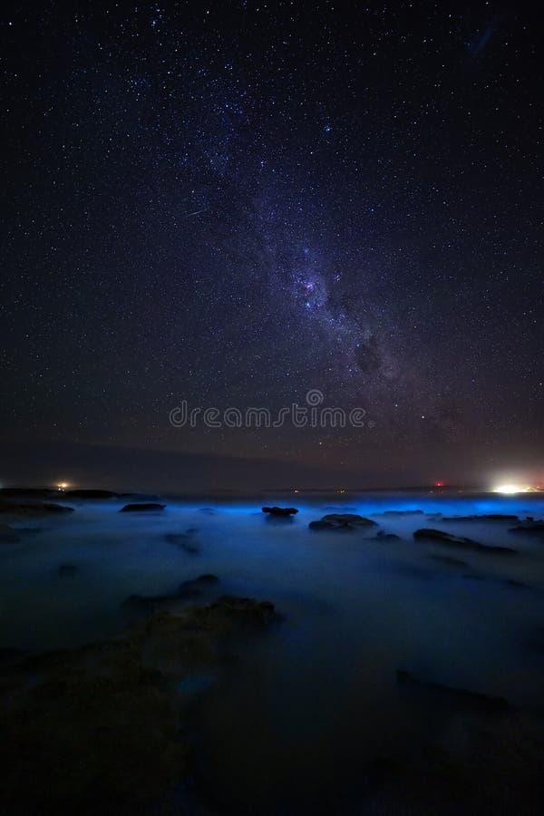 Oceanen van de gloeiende Bioluninescentie in Australië royalty-vrije stock foto's