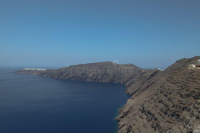 Oceanfront på den Santorini ön royaltyfria foton
