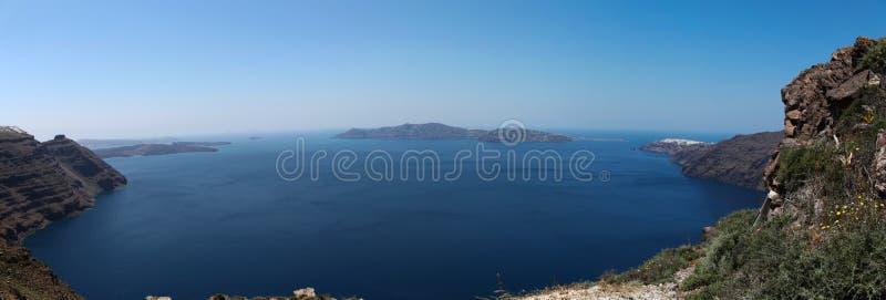 Oceanfront på den Santorini ön royaltyfri fotografi