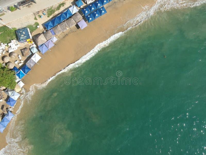 Oceano aéreo da opinião superior da baía de Acapulco de cima de fotografia de stock royalty free