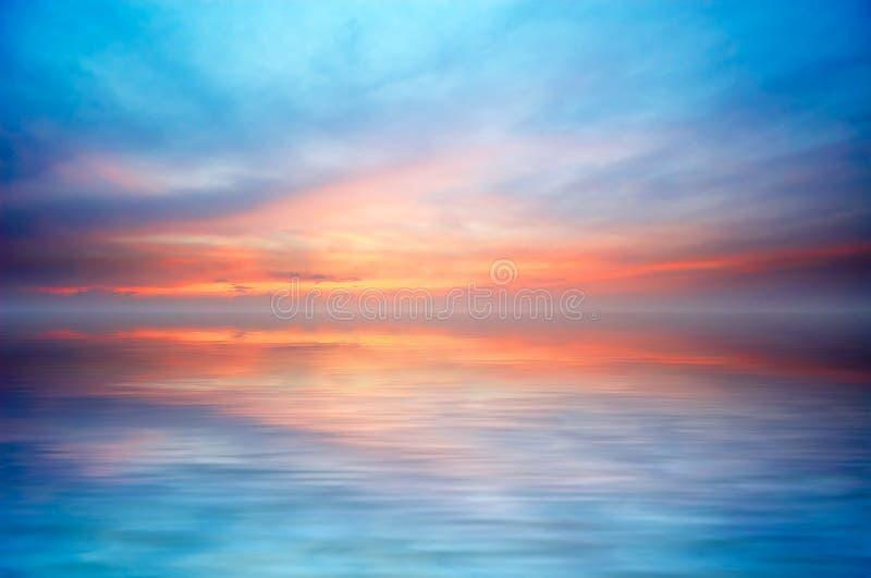 Oceano abstrato e por do sol imagem de stock royalty free