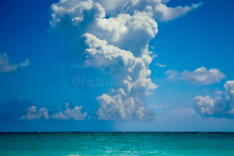 Oceano Atlântico e céu bonito fotos de stock royalty free