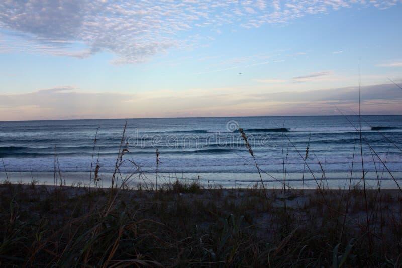 Oceano Atlântico em Florida perto do por do sol fotografia de stock