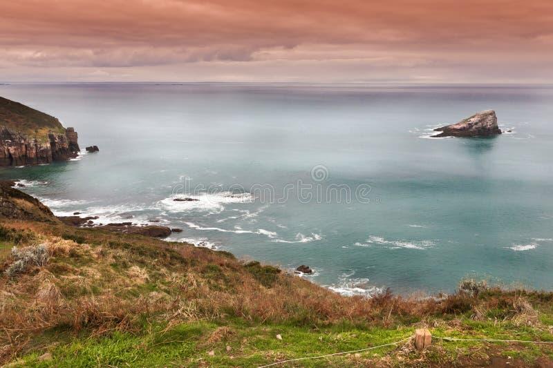 Oceano Atlântico em um dia tormentoso imagens de stock royalty free