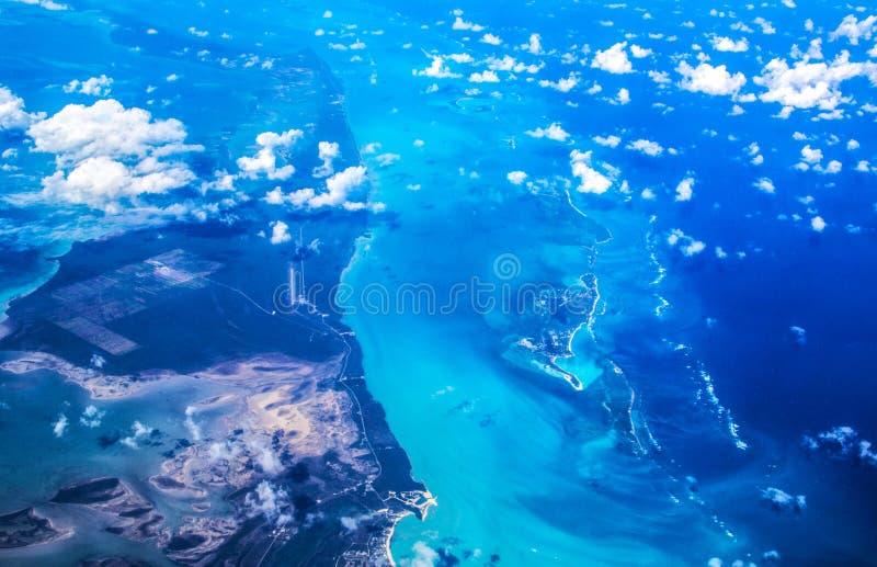 Oceano Atlântico Triângulo de Bermuda - Bahamas, vista superior imagens de stock