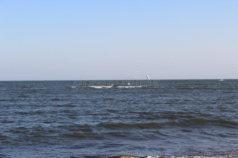 Download Oceano azul agradável foto de stock. Imagem de ambiente - 80102278